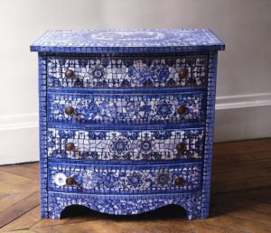 picassiette-veronique-coty-artisan-art-commode-bleue