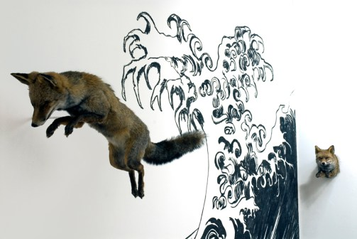 taxidermie-revival-art-contemporain-animaux-morts-naturalises-delphine-gigoux-martin-renard-vague-sables-olonne